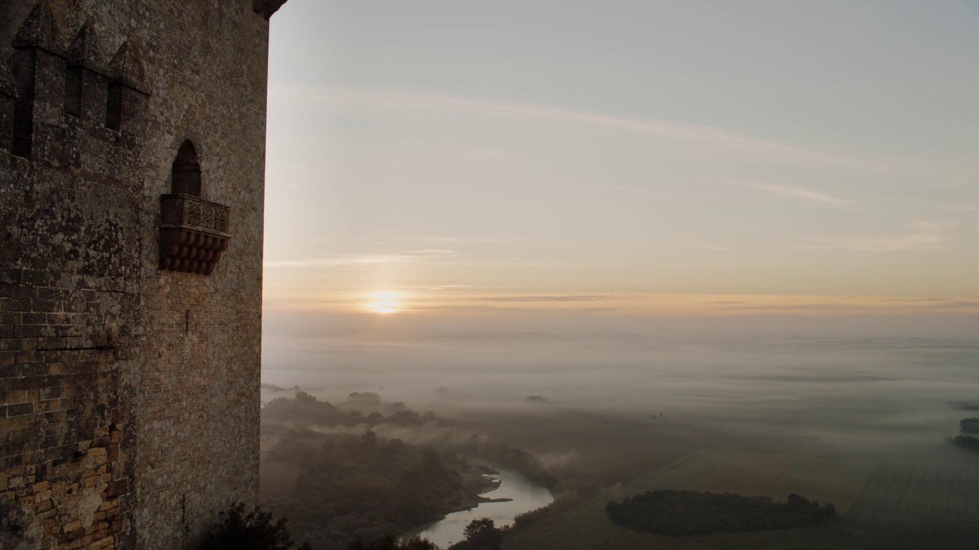 Vista del castillo de Almodovar del Río al amanecer en la ruta de juego de tronos - Los viajes de margalliver